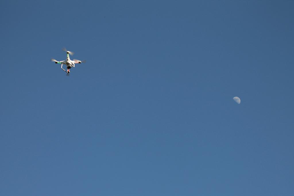 Un phantom et la lune
